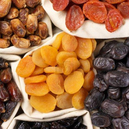 Foto de Surtido frutos secos en bolsas. - Imagen libre de derechos