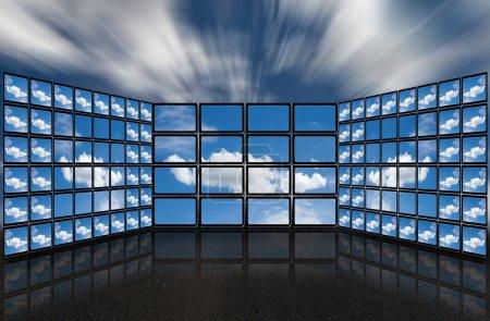Photo pour Un groupe d'écrans plats avec des images sur les nuages dans un style futuriste . - image libre de droit