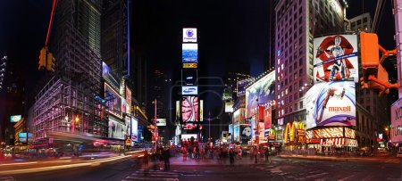 Photo pour Night scene of Times Square in Manhattan (New York City) with all the lit up billboards and advertisements - image libre de droit