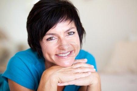 Foto de Closeup retrato de mujer edad media elegante - Imagen libre de derechos