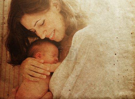 Photo pour Mère avec son bébé. Photo dans l'ancien style d'image . - image libre de droit