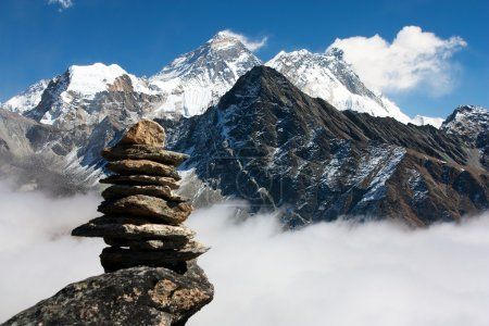 View of everest with stone man from gokyo ri