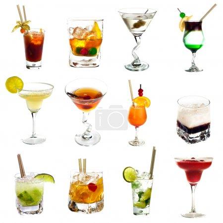 Foto de Conjunto de diferentes bebidas alcohólicas aislado sobre fondo blanco - Imagen libre de derechos