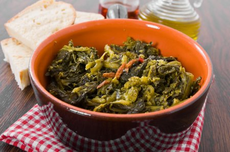 Stewed turnip greens. Cime di rapa stufate.