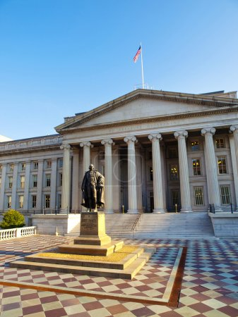 Photo pour Le Treasury Building de Washington D.C., également connu sous le nom de département du Trésor des États-Unis, est un bâtiment historique national qui est le siège du département du Trésor des États-Unis. Le bâtiment a subi un incendie en 1922 . - image libre de droit