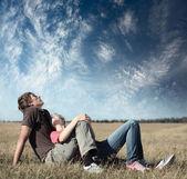 jeunes amants heureux