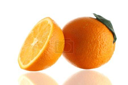 Photo pour Tranche et orange mûre humide - image libre de droit
