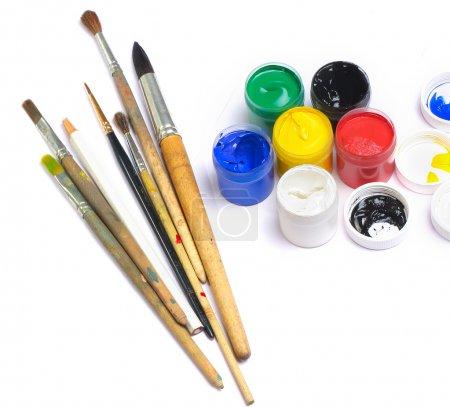 Photo pour Brosses et peinture sur fond blanc - image libre de droit