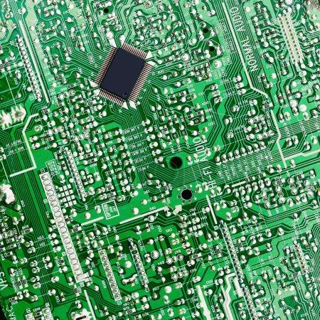 Foto de Tablero electrónico verde con chip - Imagen libre de derechos