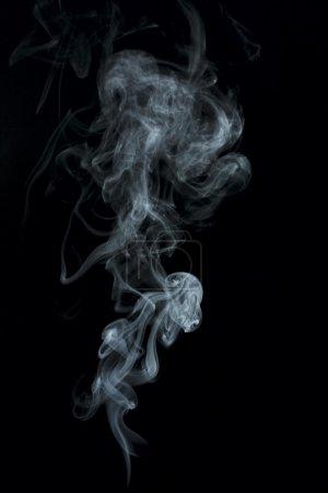 Photo pour Fumée bleue isolée sur noir - image libre de droit