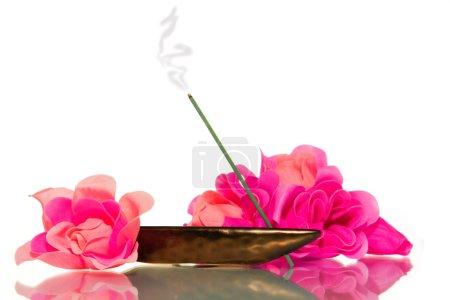 Photo pour Détente encens de méditation et de fleurs - image libre de droit