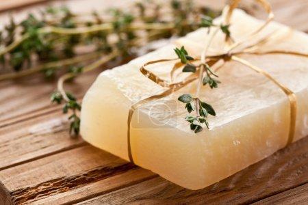 Photo pour Morceau de savon naturel au thym. - image libre de droit