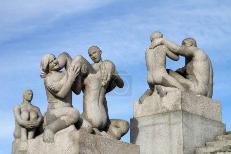Photo pour Statues dans le parc Vigeland à Oslo, en Norve.Le parc couvre 80 acres et dispose de 212 sculptures en bronze et en granit créées par Gustav Vigeland . - image libre de droit