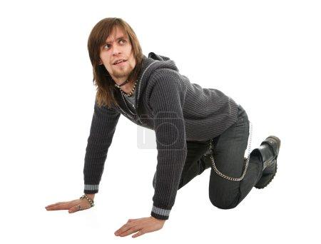 Photo pour Homme debout vers le bas à quatre pattes sur fond blanc - image libre de droit