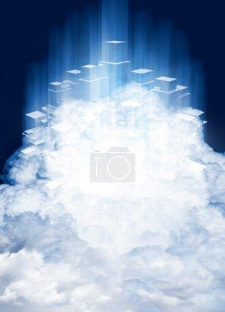 Photo pour Service de nuage informatique où l'information est détenue sur les serveurs qui peuvent être connectés à l'extérieur comme un disque dur virtuel. technologie qui est promue comme plus sûrs que les services déjà disponibles. - image libre de droit