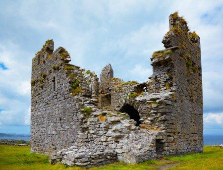 Photo pour Extérieur du château d'o'brien sur l'île d'inisheer, Irlande. - image libre de droit