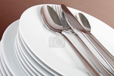 Teller und Besteck