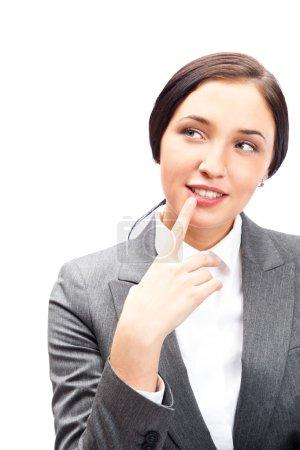 Photo pour Femme d'affaires caucasienne penser à regarder coûteux et heureux dans les vêtements formels isolés sur fond blanc . - image libre de droit