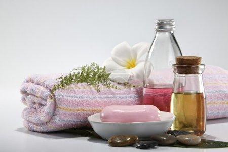Photo pour Gros plan de tir du savon à l'huile essentielle - image libre de droit