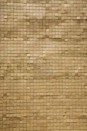 Photo pour Surface inégale de petites tuiles de couleur marron - image libre de droit