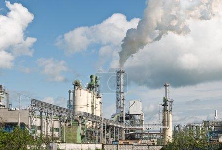 Photo pour Industrie lourde. extrass du smog sont dans une atmosphère - image libre de droit