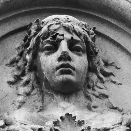 Foto de Hera es la más vieja hija de Crono y rei. Hera es la hermana y esposa de zeus, con quien tenía 300 años en un matrimonio secreto, hasta que él abiertamente declaró su esposa y reina de los dioses. - Imagen libre de derechos
