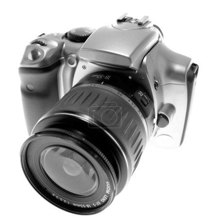 Photo pour Appareil photo numérique sur fond uni - image libre de droit