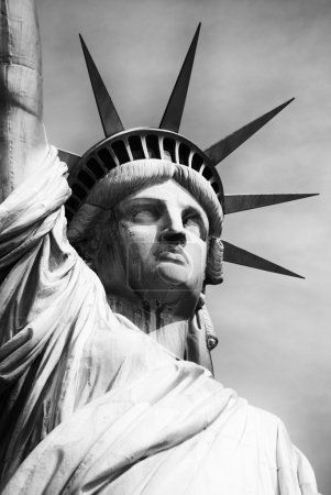 Photo pour Monument en manhattan et statue de la liberté - image libre de droit