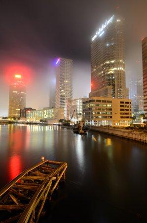Photo pour Skyline du centre-ville de Tampa, Floride - image libre de droit