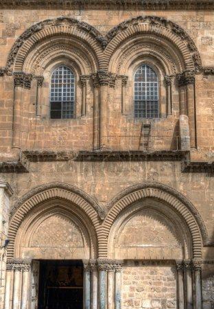 Photo pour Façade historique de l'église du Saint-Sépulcre à Jérusalem, Israël - image libre de droit