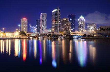 Photo pour Les toits du centre-ville de tampa, Floride - image libre de droit
