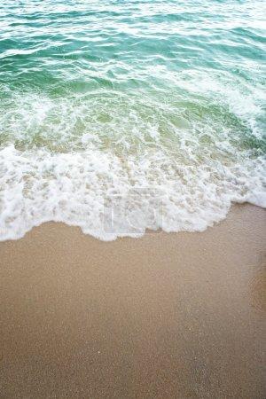 Photo pour Plage de sable eau fond de vague - image libre de droit