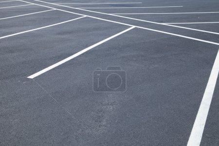 Photo pour Acres de places de parking vides - image libre de droit