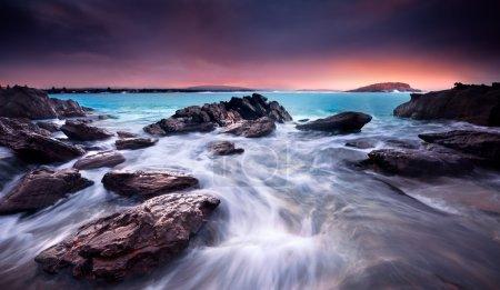 Photo pour Étonnant lever de soleil sur une plage australienne - image libre de droit