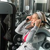 femme senior de remise en forme Centre exercer les muscles abs