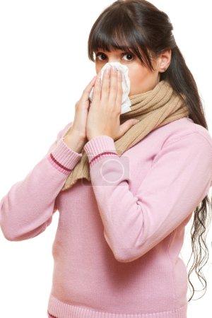 Photo pour Femme adulte avec froid. isolé sur fond blanc - image libre de droit