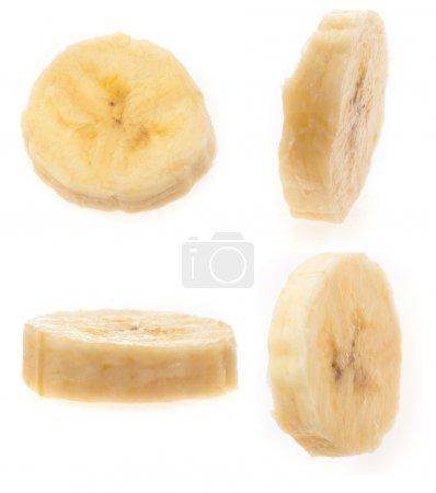 Foto de Rodajas de banana aislados sobre un fondo blanco - Imagen libre de derechos