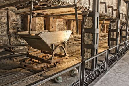Photo pour Vieux chariot de mine de charbon - image libre de droit
