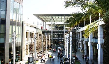 Foto de Panorámica de un centros comerciales de barcelona - Imagen libre de derechos