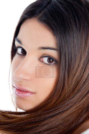 Asiática morena india mujer con pelo largo primer plano