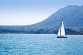 Plachetnice plavby ve Středozemním moři v denia