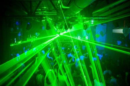 Photo pour Laser vert excellent parti au club - image libre de droit