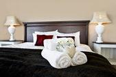 Schlafzimmer bereit für die Gäste in weiches warmes Licht