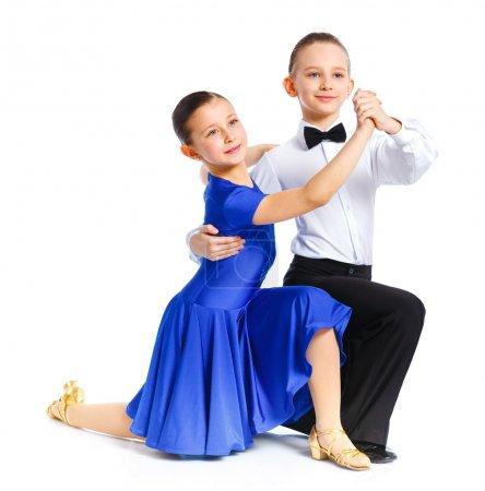 Photo pour Danseurs/danseuses en costumes officiels posant jeune salle de bal. isolé sur fond blanc - image libre de droit