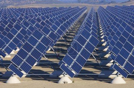 Foto de Estación solar en un día soleado - Imagen libre de derechos
