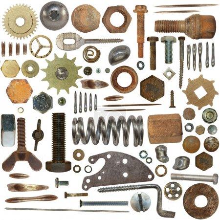 Photo pour Grande collection de vieilles têtes à vis, boulons, mécanisme d'horloge engrenages, ressort métallique, isolé sur fond blanc - image libre de droit