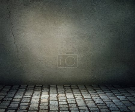 Photo pour Fond sombre avec un sol en pierre - image libre de droit
