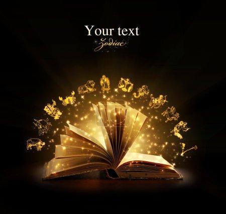 Photo pour A ouvert le livre magique avec les signes du zodiaque magique. éducation. zodiaque - image libre de droit