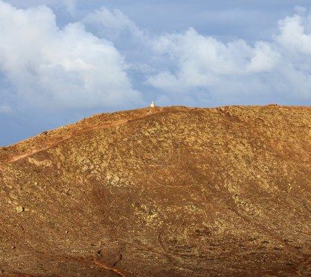 Kraterblick der montana roja in playa blanca