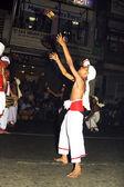 Hudebníci se účastní festivalu pera hera v candy